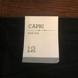 Style and Co Black Mid rise Capri